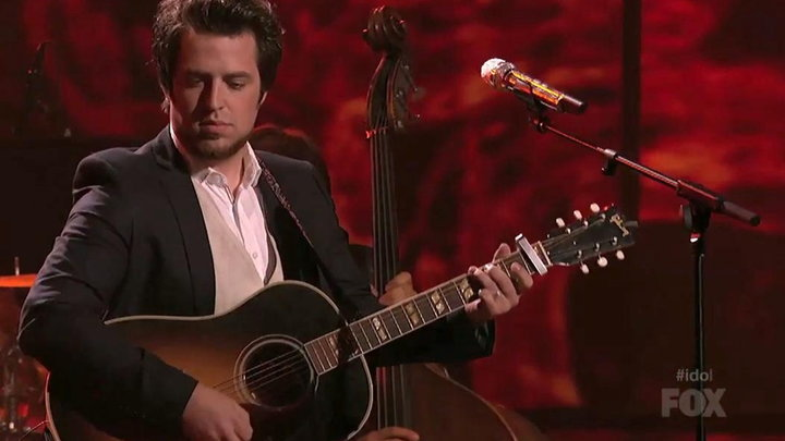 American Idol - Lee DeWyze Performs Silver Lining